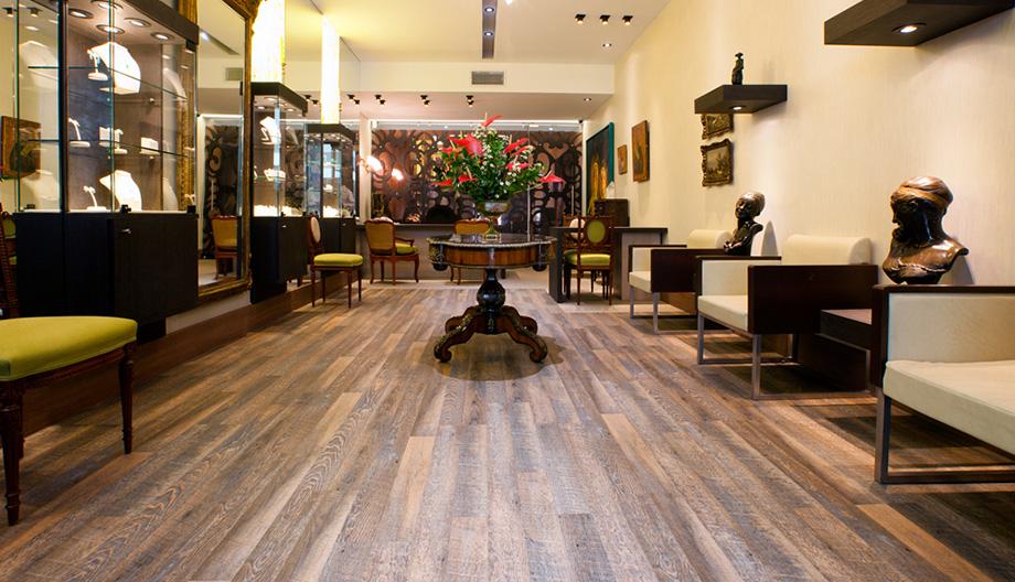 elitedesign_aqcuafloor_pisos_laminados_pvc_restaurante